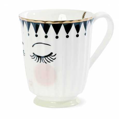 Чайная кружка с закрытыми глазками