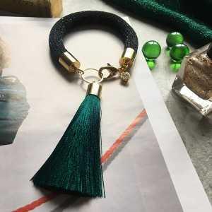 браслет с кисточкой темно-зеленый