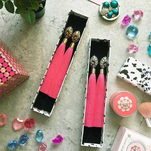 Ярко-розовые серьги-кисти